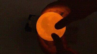 Enlace a Una lámpara de la luna. La necesito