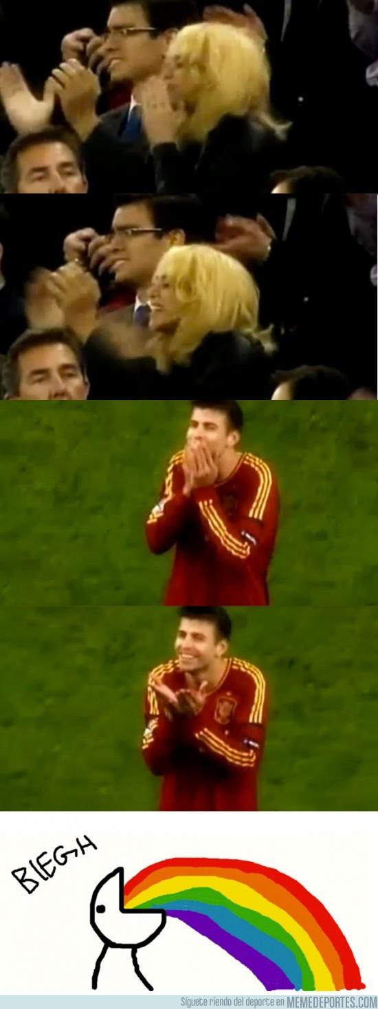 2848 - Shakira y Piqué se mandan besos tras el partido de Irlanda