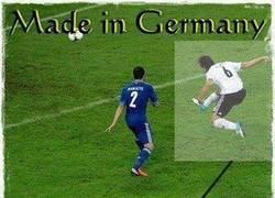 Enlace a Khedira reproduciendo el logo de la Bundesliga en su gol