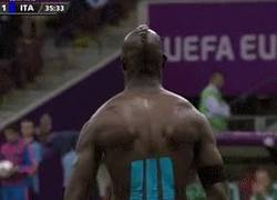 Enlace a GIF: Celebración de Balotelli like a boss