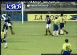 Enlace a GIF: ¿Es éste el mejor gol de falta de la historia?