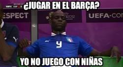 Enlace a El cabrón de Balotelli haciendo amigos en Barcelona. Nos vemos en Champions