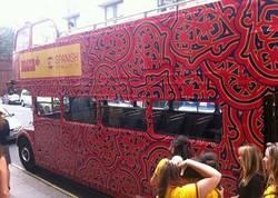 Enlace a Y para acabar de ridiculizarnos... El autobús español