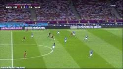 Enlace a GIF: Esto es un lateral señores, golazo de Jordi Alba