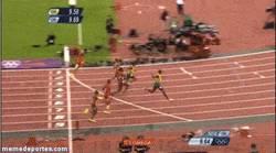 Enlace a GIF: Récord olímpico de Usain Bolt