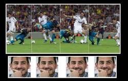 Enlace a Casillas mirándolo desde el otro lado del campo