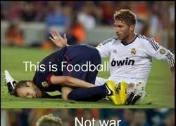 Enlace a Es fútbol, no la guerra