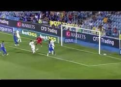Enlace a VÍDEO: ¿Cómo un crack como tú falla esto, Özil?