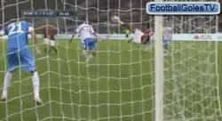 Enlace a GIF: Golazo de Osvaldo con la Roma