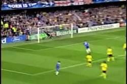 Enlace a GIF: Golazo de Essien al Barcelona