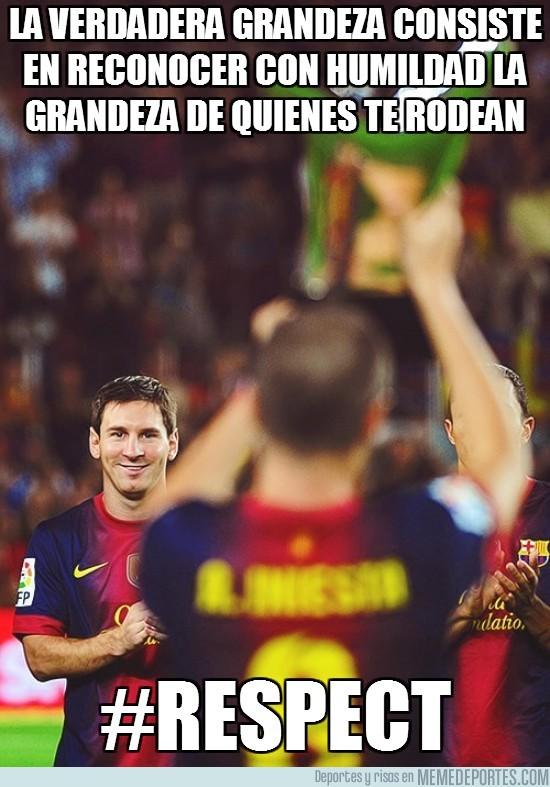 21125 - Messi, feliz por su compañero