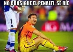 Enlace a No consigue el penalti, se ríe