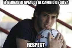 Enlace a El Bernabeu aplaudió el cambio de Silva