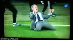 Enlace a GIF: La celebración de Mourinho