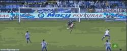Enlace a GIF: Error de Aranzubía en el gol de Rakitic