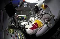 Enlace a Felix Baumgartner viendo un vídeo recopilatorio de Busquets antes de saltar para ensayar la caída