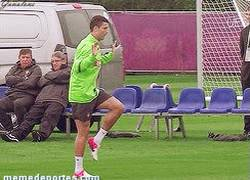 Enlace a GIF: Cristiano Ronaldo camina raro durante la sesión de entrenamiento de Portugal