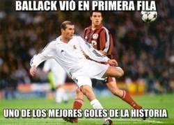 Enlace a Y no contento con ver el gol de Zidane en primera fila...