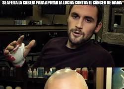 Enlace a Se afeita la cabeza para apoyar la lucha contra el cáncer de mama