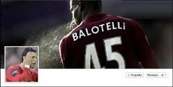 Enlace a Balotelli dándole un baño (?) a Cr7, descripción grafica