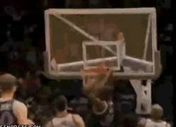 Enlace a GIF: Simplemente Shaquille O´neal