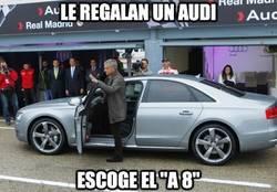 Enlace a Le regalan un Audi