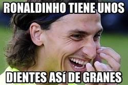 Enlace a Ibra se le devuelve a Ronaldinho