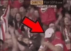Enlace a GIF: Esto sí que es vivir el fútbol con intensidad