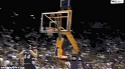 Enlace a GIF: Kobe Bryant en sus 18 años