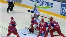 Enlace a GIF: ¿Quién vuelve a hacer otro gol como éste en el hockey?