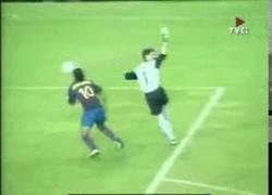 Enlace a GIF: La magia y la picardía de Ronaldinho [Remember]