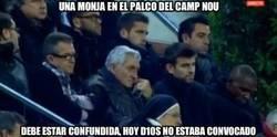 Enlace a Una monja en el palco del Camp Nou