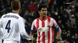 Enlace a GIF: Diego Costa escupiendo a Ramos