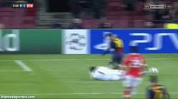 Enlace a GIF: La lesión de Messi, ¡ánimo!