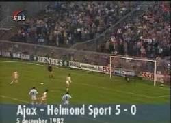 Enlace a GIF: Mítico, el penalty indirecto de Cruyff [Remember]