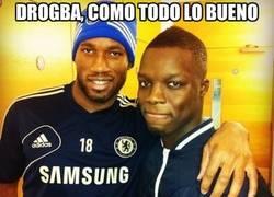 Enlace a Drogba vuelve a entrenarse con el Chelsea para no perder la forma