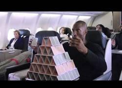 Enlace a VÍDEO: Si me lo pintas así, yo también quiero viajar en esa aerolínea