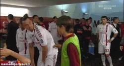 Enlace a GIF: Bojan e Ibrahimovic y su peculiar forma de saludarse