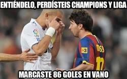 Enlace a Pepe bajando del pedestal a Messi