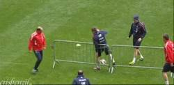 Enlace a GIF: Fail de Ribery en un entrenamiento