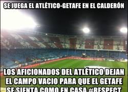 Enlace a Los aficionados del Atlético ayudando al Geta