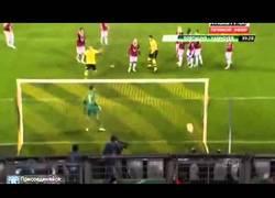 Enlace a VÍDEO: Golazo de Mario Götze a lo Ronaldinho