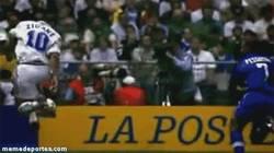 Enlace a GIF: Increíble control de Zidane