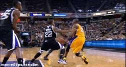 Enlace a GIF: ¿Que Kobe no hace asistencias?