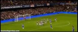 Enlace a GIF: Golazo de falta de David Luiz