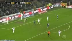 Enlace a GIF: Gran gol estilo kung-fu de Ronald Vargas contra el Lierse