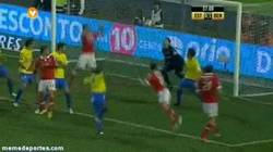 Enlace a GIF: Golazo de tacón de Nico Gaitan para el Benfica