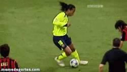 Enlace a GIF: Simplemente Ronaldinho