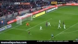 Enlace a GIF: Segundo gol de Alexis con un poco de suerte