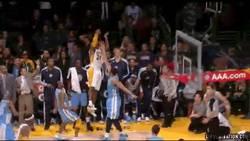 Enlace a GIF: Triplazo de Kobe Bryant